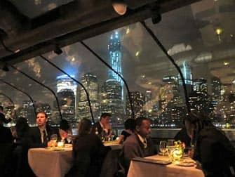 Bateaux New York illallisristeily - matkustajia