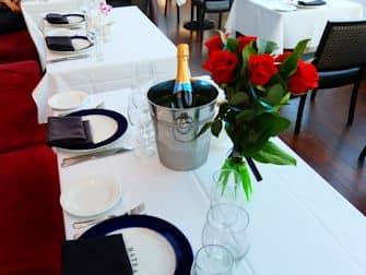 Bateaux New York -illallisristeily - romanttinen illallinen