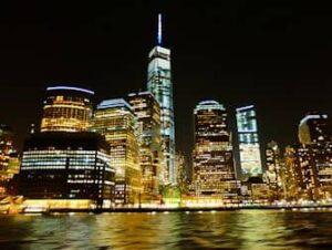 New York -iltaristeily seisovalla pöydällä
