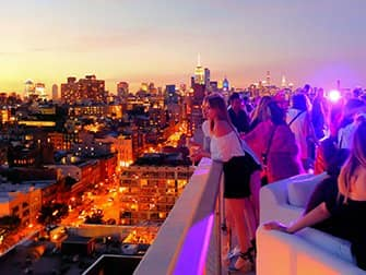 New Yorkin parhaat kattoterassibaarit - The Roof auringonlasku