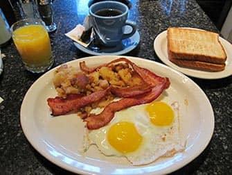 Aamiainen New Yorkissa - Theatre Row Diner New Yorkissa