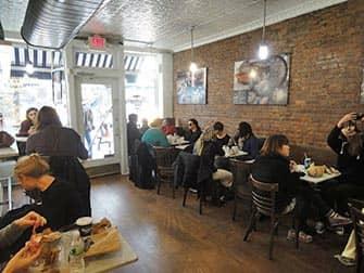 Parhaat kahvilat ja bagelit New Yorkissa - Murrays Bagels sisalta