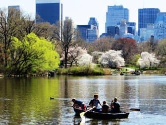 Puistot New Yorkissa - veneita Central Parkissa