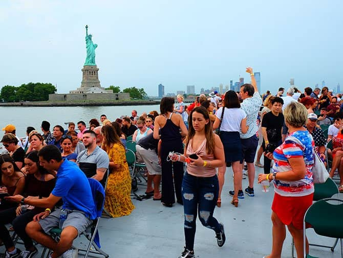 4th of July -itsenäisyyspäivä New Yorkissa - Ilotulitusristeily