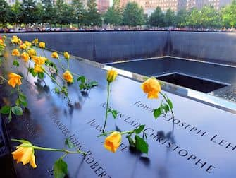 9/11 Memorial Ground Zerolla New Yorkissa - ruusuja