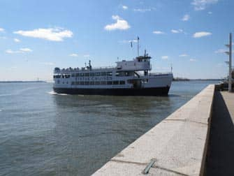 Ellis Island New Yorkissa - Statue Cruises