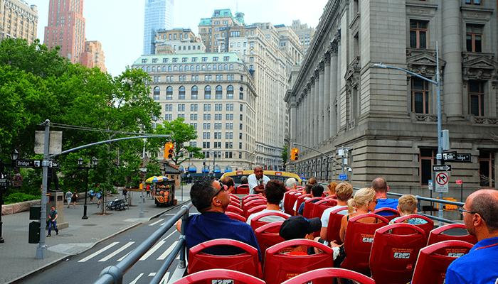 Hop On Hop Off -bussit New Yorkissa - Nähtävyyksien katselua
