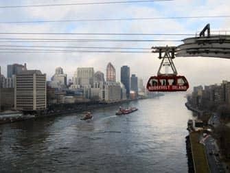 Roosevelt Tram Queens Borough Bridgelta pain New Yorkissa