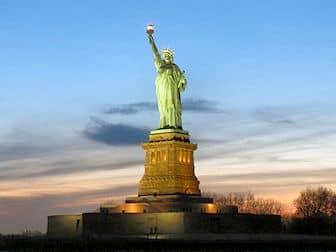 Vapaudenpatsas New Yorkissa - auringonlasku