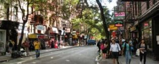 Kahviloita ja Bistroja Villagessa New Yorkissa