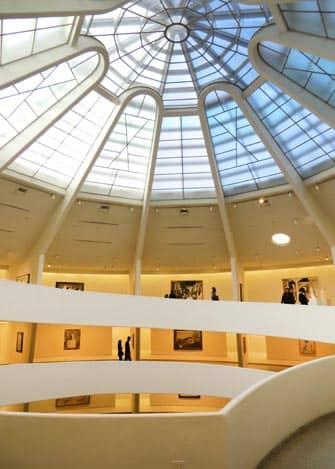 Guggenheim museo New Yorkissa - sisaltapain