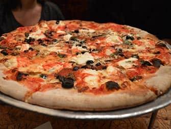 Ruokailu lasten kanssa New Yorkissa - Johns Pizzeria