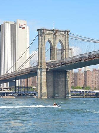 Vesijetti vuokraus New York - Brooklynin silta