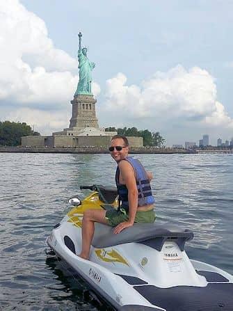 Uinti New Yorkissa - vesijetti