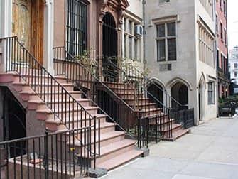 Klassikkoelokuvakierros New Yorkissa - Aamiainen Tiffanylla -elokuvan asunto
