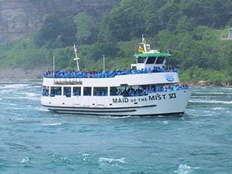 New Yorkista Niagaran putouksille päivämatka bussilla - Maid of the Mist