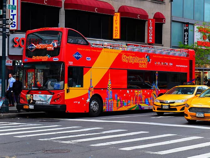 New York Sightseeing Flex Pass ja Sightseeing Day Pass -kaupunkipassien erot - Hop on Hop off -bussi